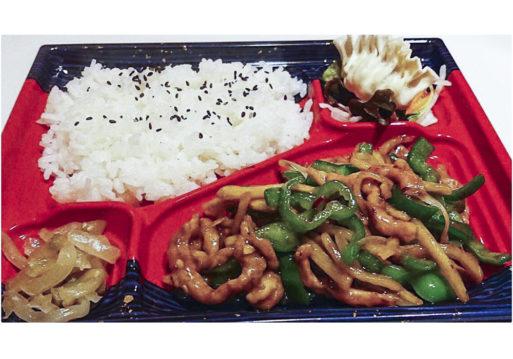 日替わり弁当は当日のランチのおかずです。 選べれる弁当は好きなお料理をチョイス可能。