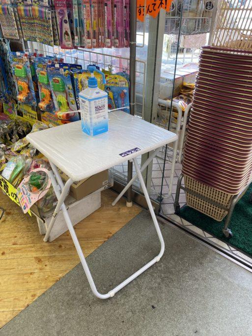 お店入口にはアルコール消毒スプレーの設置。